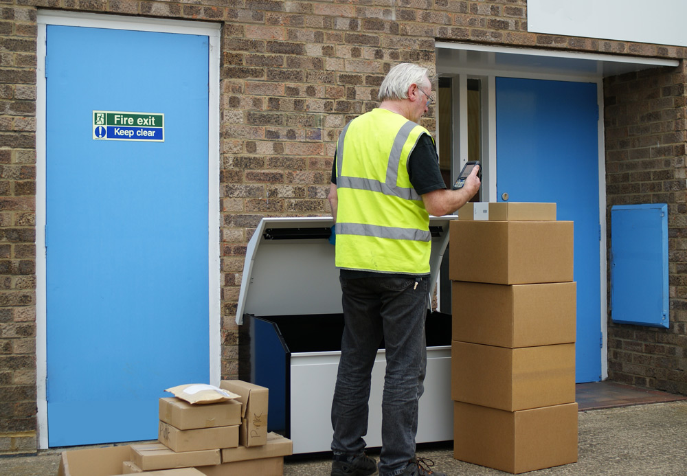 PinPod Lo floor standing parcel delivery box